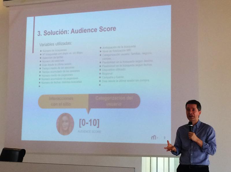 Enric explicando la herramienta Audience Score